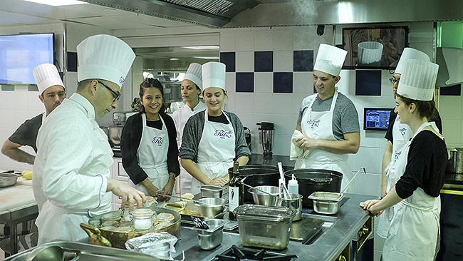 étudiants de l'AIM à l'école Ritz Escoffier Paris